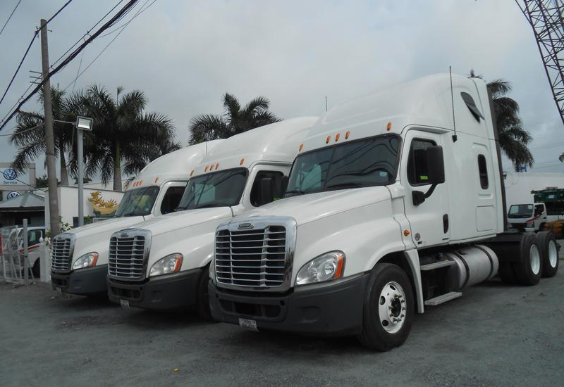 mua bán đầu kéo mỹ freightliner 2012 máy detroit dd15